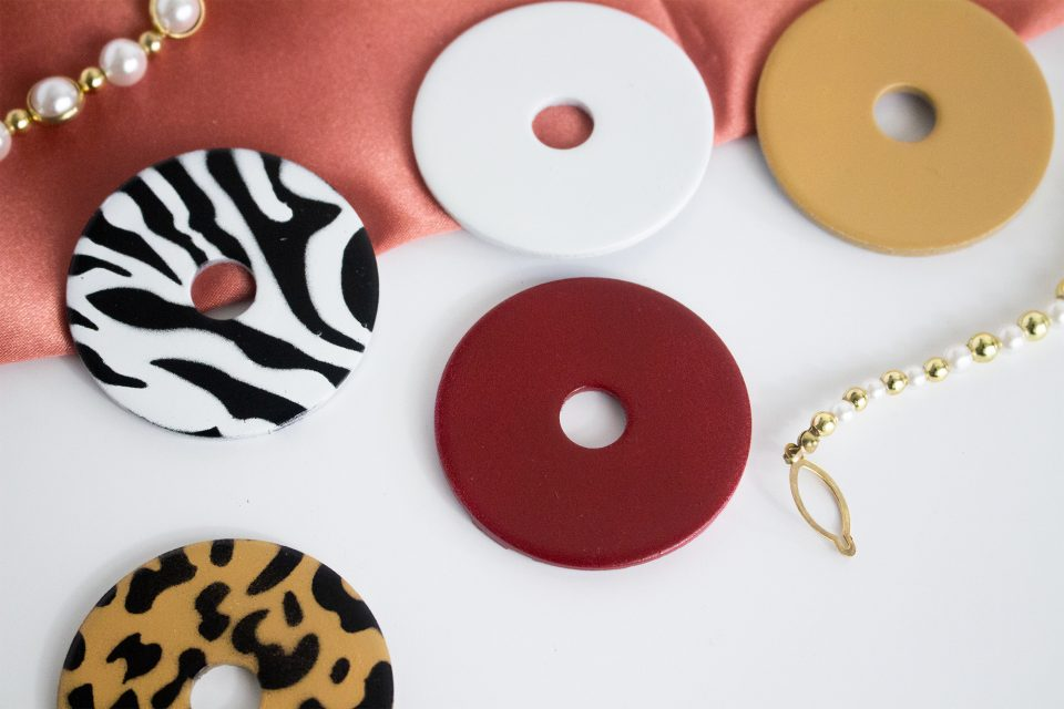 5 sewing pattern weights of different colours made by Au Atelier